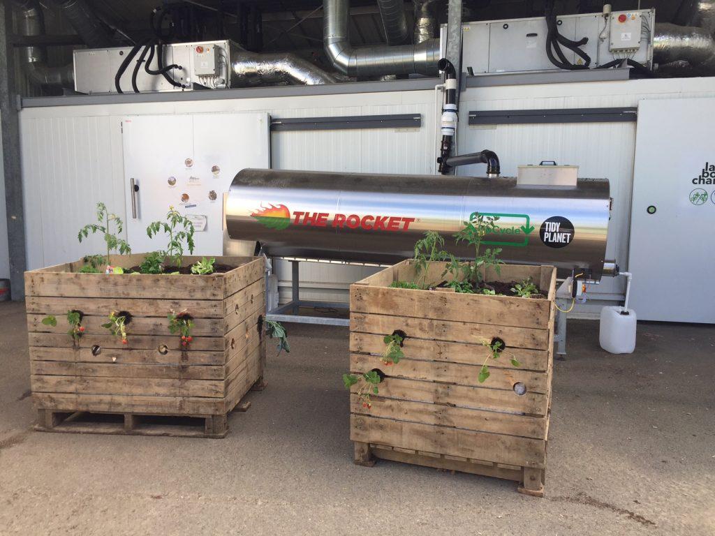 Composteur electromécanique et bac de jardin